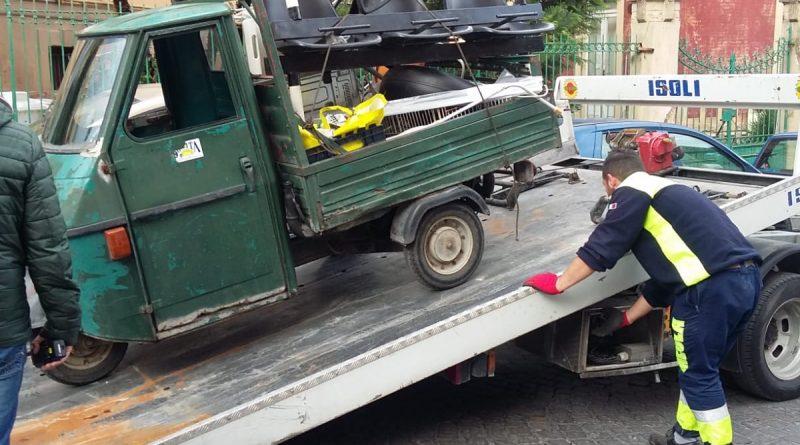 Polizia Municipale: prelevate 209 autovetture e 112 motoveicoli abbandonati  per strada - Terronian Magazine