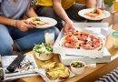 """TAKEAWAY AWARDS    JUST EAT LANCIA LA PRIMA """"GUIDA AI MIGLIORI 50 RISTORANTI A DOMICILIO IN ITALIA""""."""